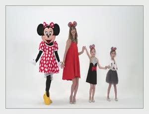 24901fd562e70 ... yanı hep çocuk kalmış kadınları hem eğlendirecek, hem de stillerini  Tuba Ünsal`ın tasarımları ve Minnie'nin ilhamıyla renklendirecek koleksiyon,  Koton ...
